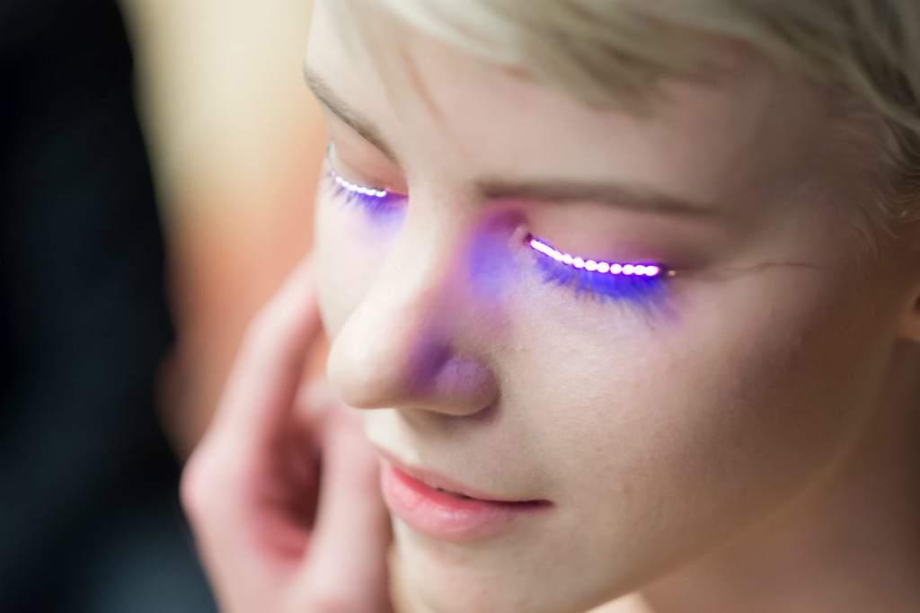 Pestañas LED Que Se Iluminan Con El Movimiento